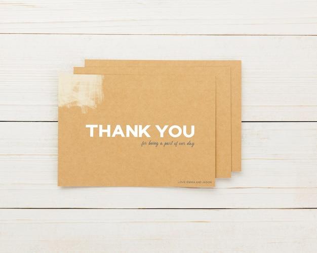 招待カードテンプレート、ありがとうカードモックアップ、5x7ミニマリストステーショナリーモックアップ。