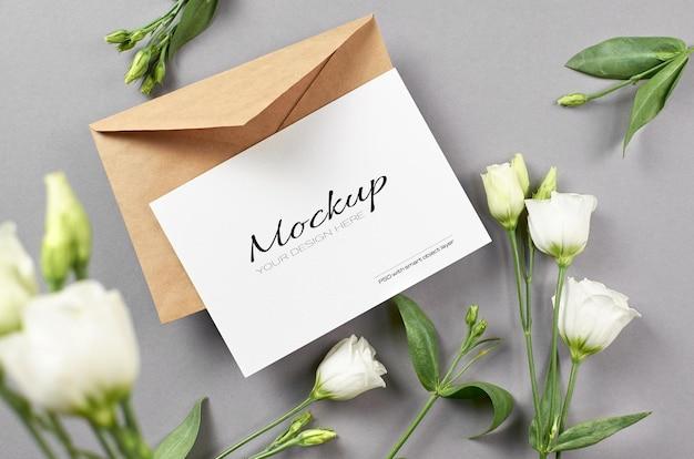 회색에 흰색 eustoma 꽃 초대 또는 인사말 카드 모형