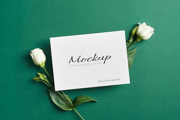 흰색 eustoma 꽃으로 초대 또는 인사말 카드 모형