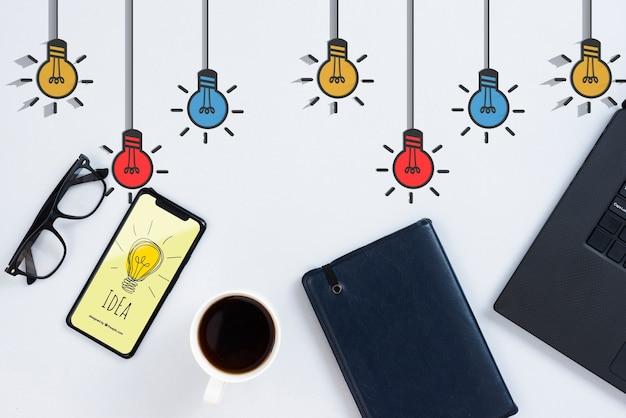Iphoneとノートブックのアイデアコンセプト
