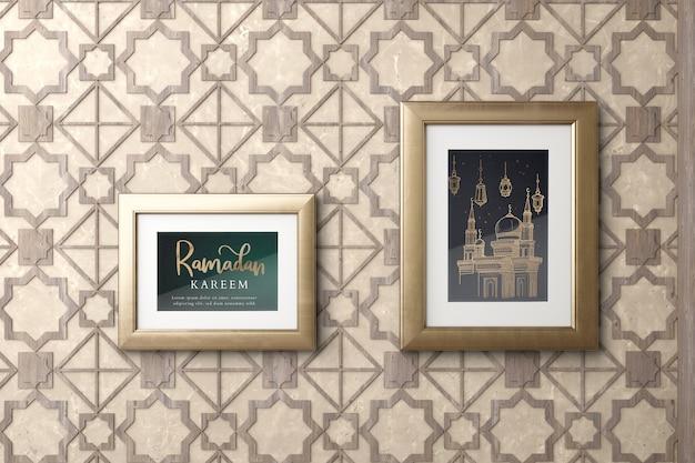 Исламская композиция с рамками на стене