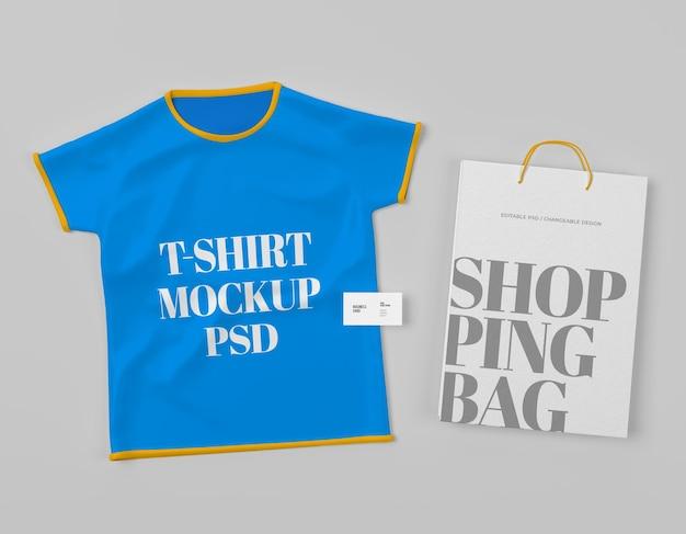 어린이 모형 psd를 위한 쇼핑백이 있는 격리된 티셔츠