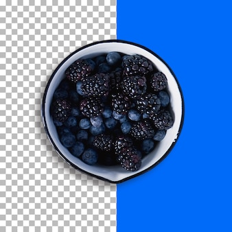 Изолированные различные ягоды фрукты на белой миске