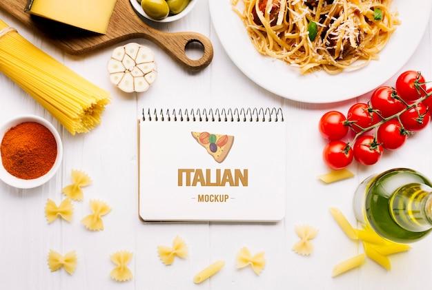 イタリア料理のモックアップ料理とメモ帳