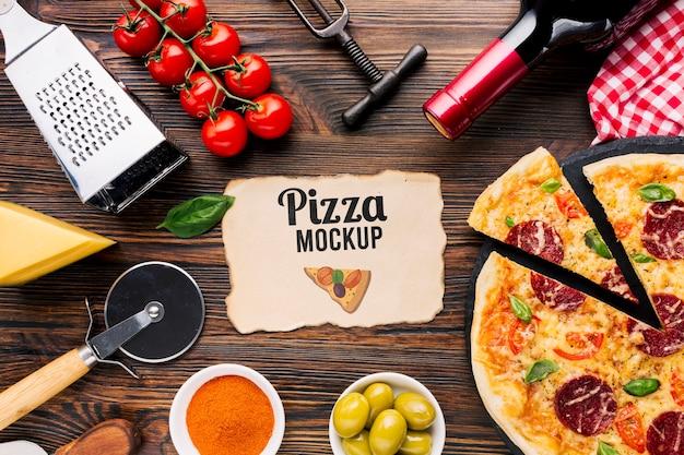 イタリア料理のモックアップピザ