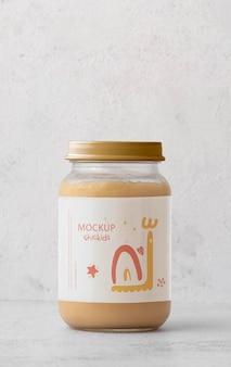栄養価の高い離乳食のモックアップと瓶