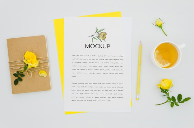 ジュースと植物のモックアップ