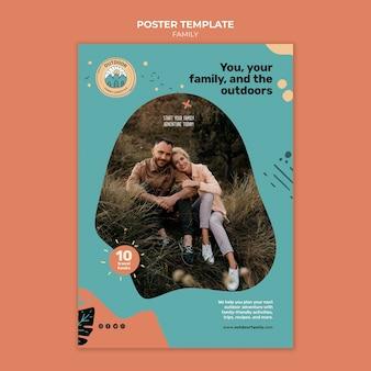 子供と親の家族のポスターデザインテンプレート