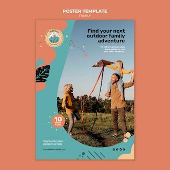 Modello di progettazione del poster della famiglia di bambini e genitori