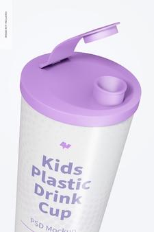 蓋のモックアップ付きの子供用プラスチック ドリンク カップ、クローズ アップ