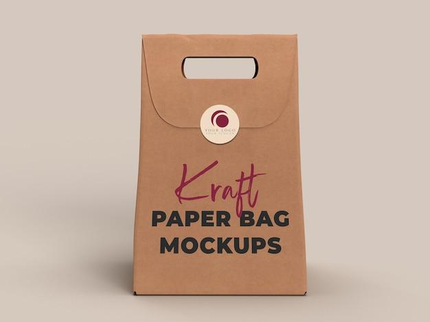 Сумка kraft бумажная для на вынос изолированная на предпосылке. упаковка шаблона макета. служба доставки и экология концепции.
