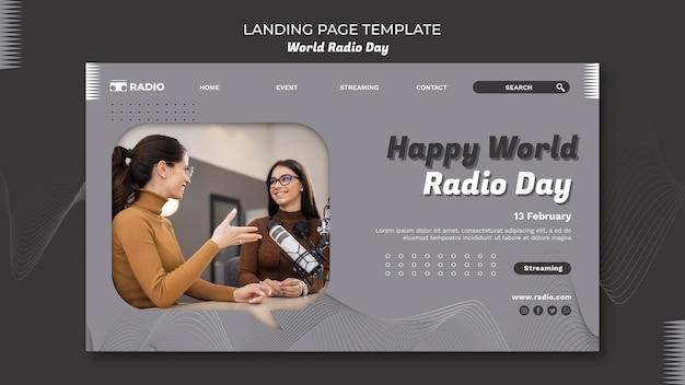 Целевая страница всемирного дня радио с женщиной-телеведущей