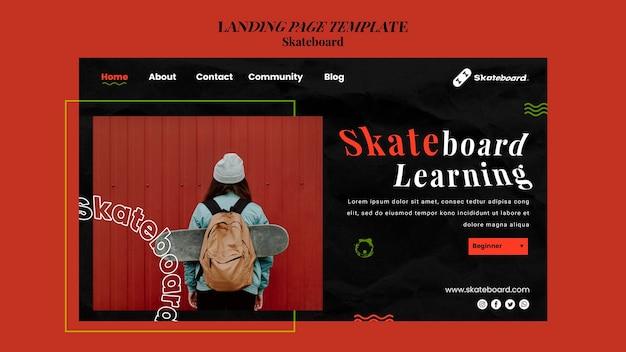 Modello di pagina di destinazione per lo skateboard con la donna