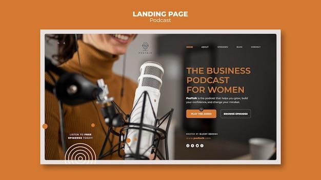 Шаблон целевой страницы с женским подкастером и микрофоном
