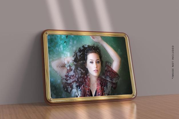 Макет золотой рамки для фотографий пейзажного типа