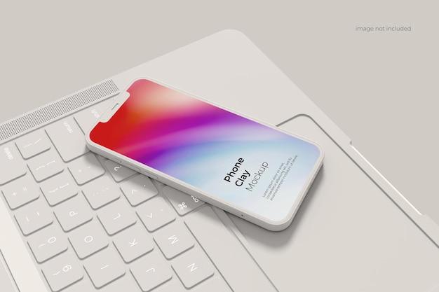 ノートパソコンとスマートフォンの粘土のモックアップ