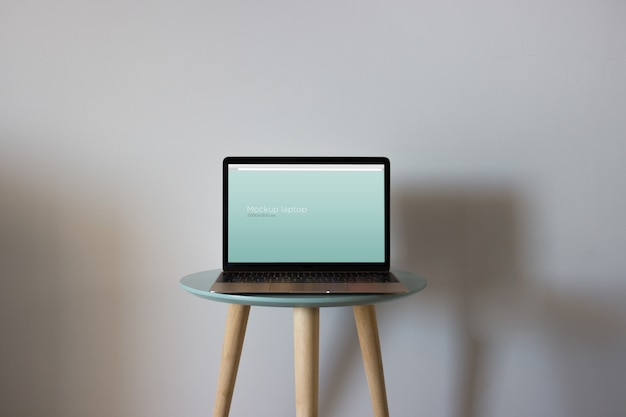 Laptop mockup on round table