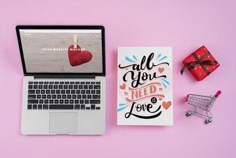 Макет ноутбука с элементами Дня святого Валентина
