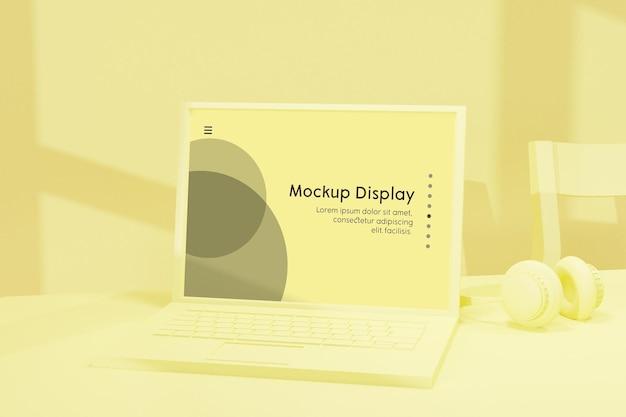 多くのビジネス関連のものを備えた机の上の画面配置モックアップを備えたラップトップノートブック