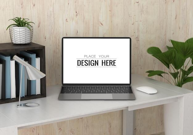 Ноутбук на столе в рабочем пространстве psd макет