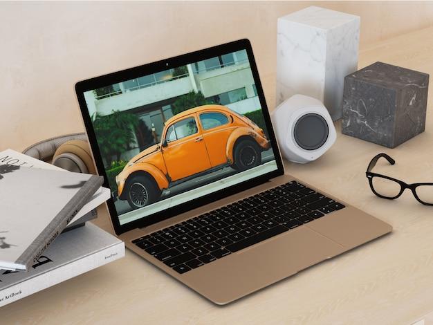 Ноутбук на рабочем столе макет