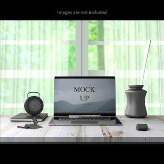 Ноутбук на рабочем столе Premium Psd