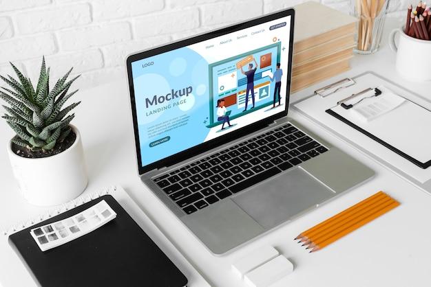Ноутбук на рабочем месте Бесплатные Psd