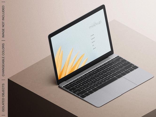 ノートパソコンの画面のウェブサイトのプレゼンテーションのモックアップアイソメビューが分離されました