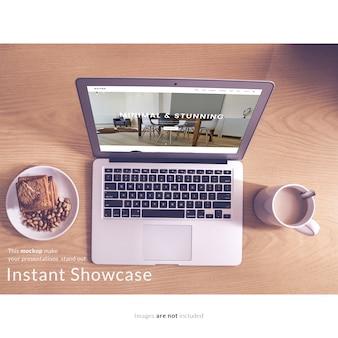 Ноутбук с завтраком макет