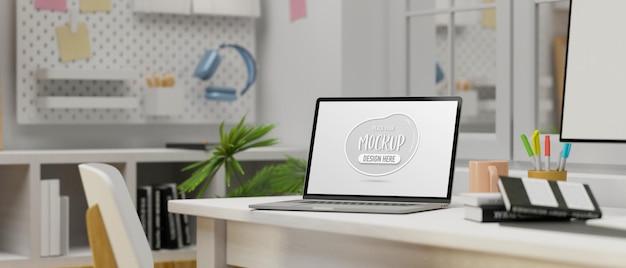 최소한의 홈 오피스 룸 3d 렌더링의 컴퓨터 테이블에 모형 화면이있는 노트북