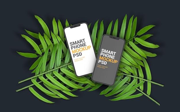 나뭇잎 목업에 크고 일반 스마트폰