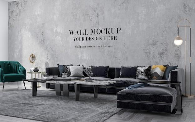 Большой современный диван перед стеной макета