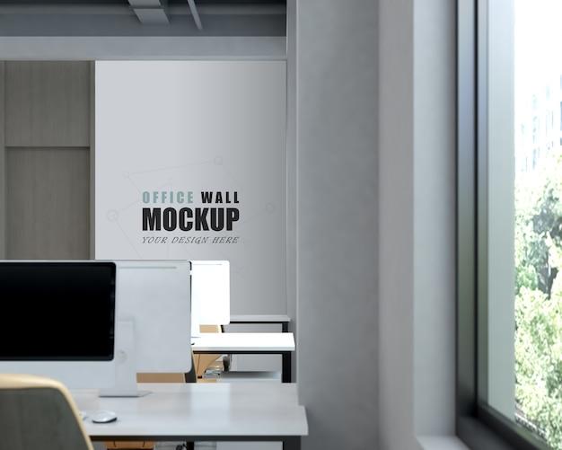 현대적인 디자인 벽 모형이있는 넓은 작업 공간