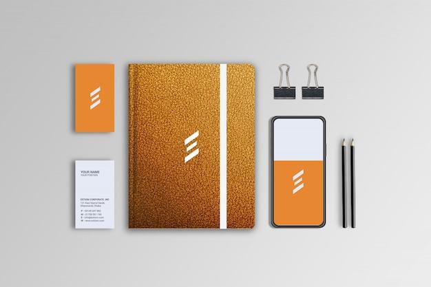 革のスタイルのノート、名刺、電話のデザインのモックアップテンプレート