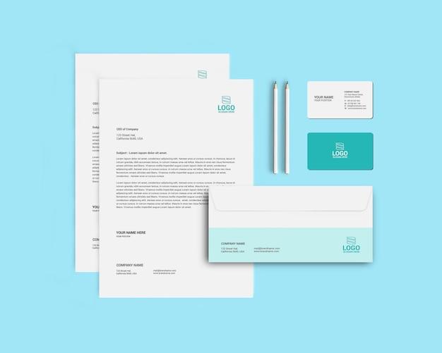 企業のブランディング、トップビューのレターヘッド文房具モックアップ