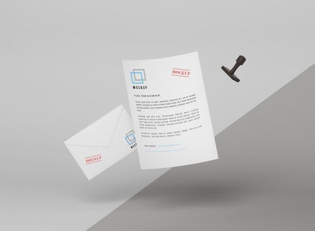 Парящий бумажный макет и штамп