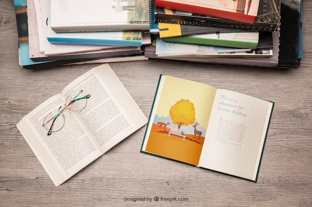 Макет литературы с очками для чтения