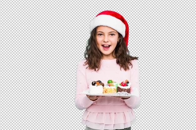 Маленькая девочка держит сладости, празднование рождества