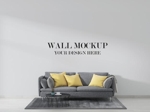 灰色のソファーと黄色の枕で飾られたリビングルームの壁のモックアップ、インテリア