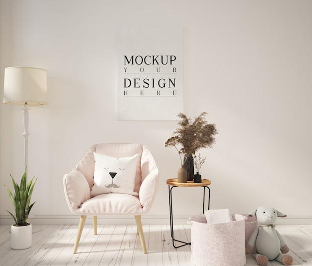 모형 포스터와 안락 의자가있는 거실