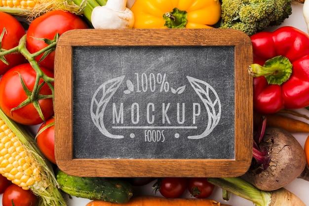 黒板に地元産の野菜のモックアップ