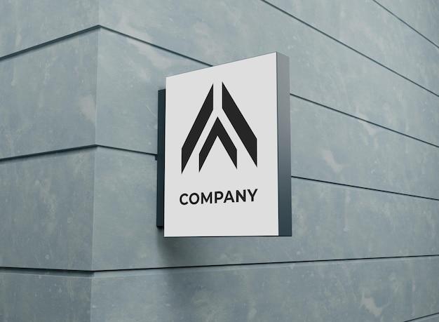 壁にボードサインとロゴ会社のモックアップ