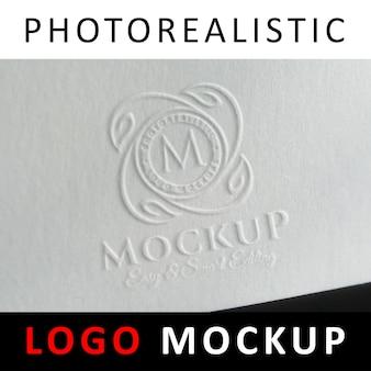 ロゴモックアップ - 紙にエンボス加工されたロゴ
