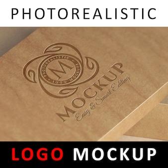 ロゴモックアップ - クラフトボックスに刻印されたロゴ