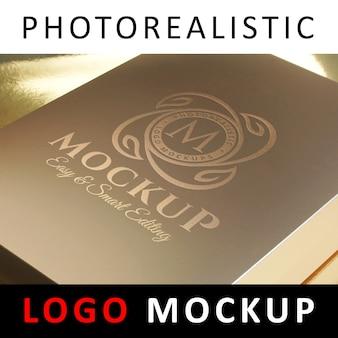 ロゴモックアップ - ゴールデンボックス上のロゴスタンピングロゴ