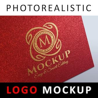 ロゴモックアップ - レッドカードにゴールドホイルスタンピングロゴ