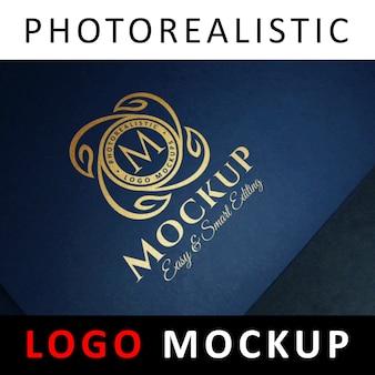 ロゴモックアップ - ブルー紙にゴールドフォイルスタンピング