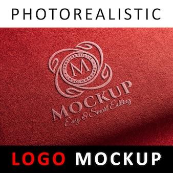 Logo mock up-레드 패브릭에 스티치 로고