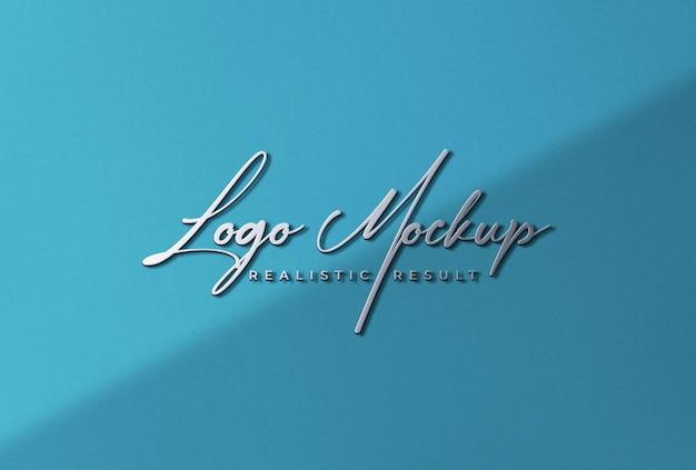 Мокап логотипа 3d-металлик с логотипом на стене сине-бирюзового цвета