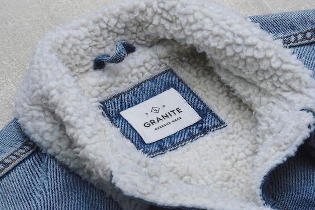 Мокап с логотипом этикетка джинсовой куртки polar